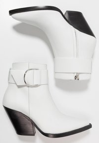 Iro - AREZ - Cowboy/biker ankle boot - white - 3
