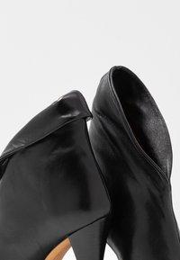 Iro - FAWN - Bottines à talons hauts - black - 7