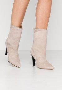 Iro - MARSA - Højhælede støvletter - blush pink - 0