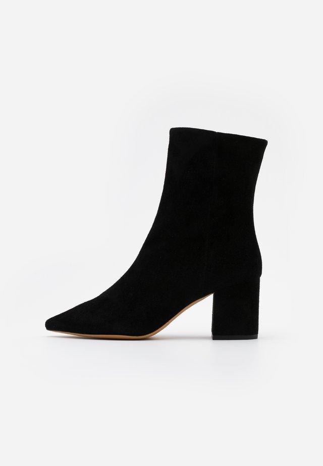 HELENS - Støvletter - black