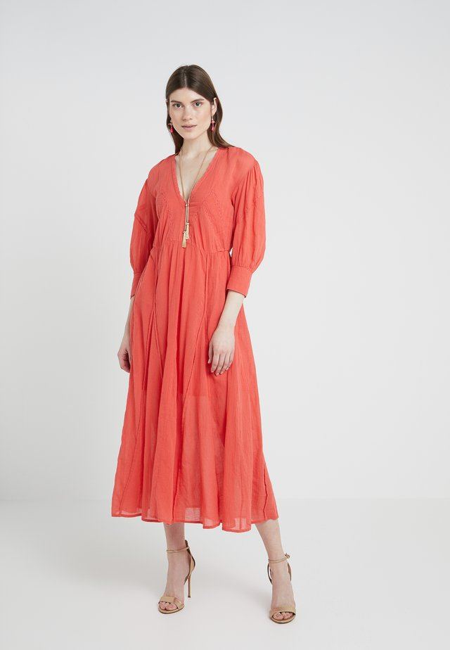 ARTISTIC - Robe longue - red
