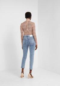 Iro - OILIE - Jeans Skinny Fit - light denim - 2