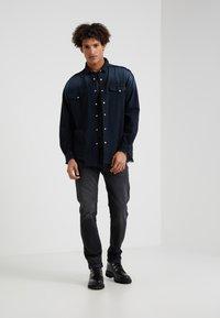Iro - INSIGHT - Shirt - grey/blue - 1