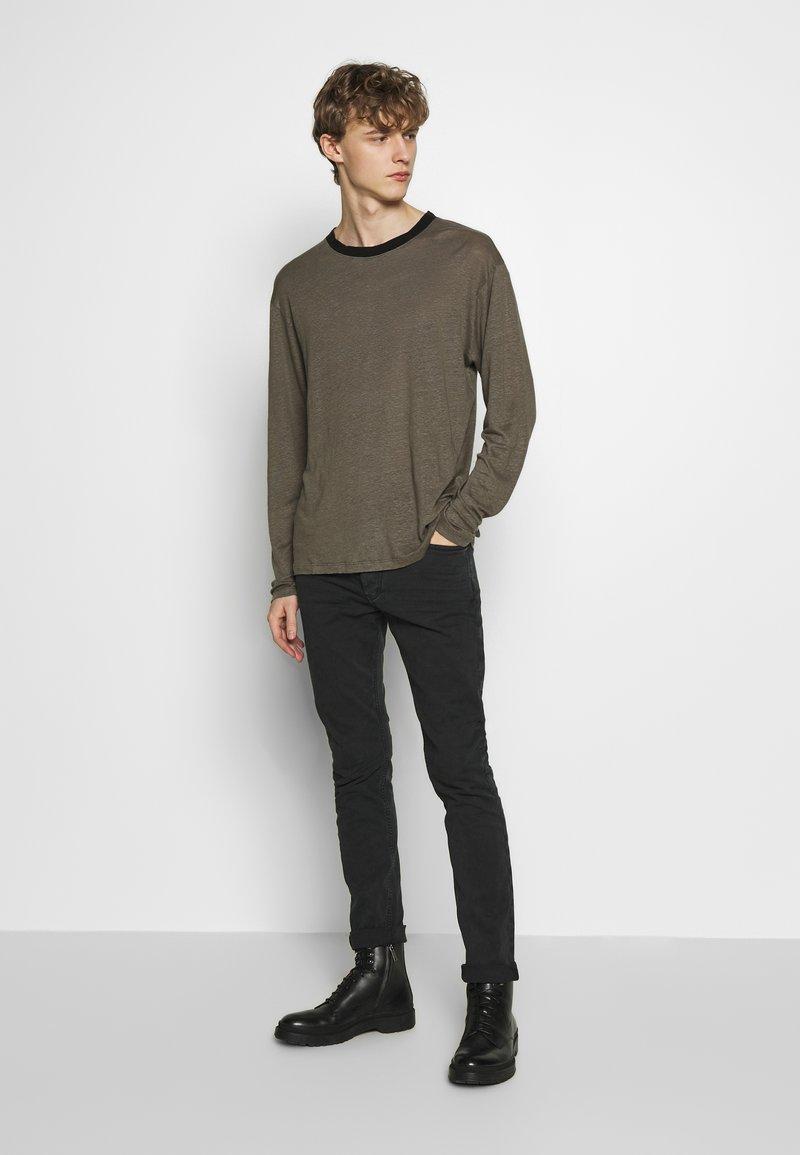 Iro DEERTON - Topper langermet - dark khaki/khaki
