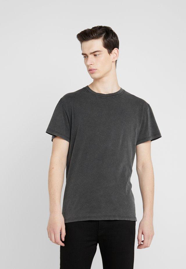 KOPER - T-shirt basic - black stone