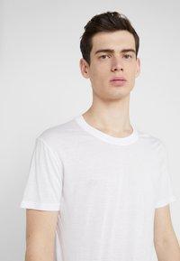 Iro - PACLIZ - Basic T-shirt - white - 4