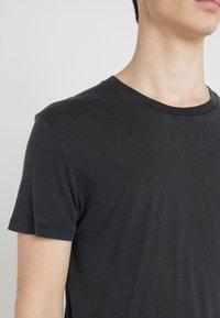 Iro - PACLIZ - T-shirt basic - used black - 5