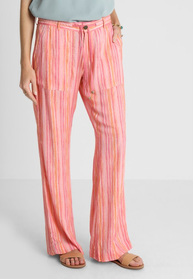 TROUSERS - Pantaloni - rose
