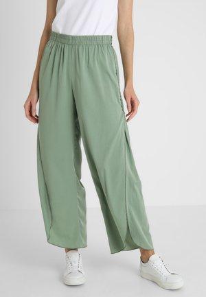 TROUSER - Spodnie materiałowe - green