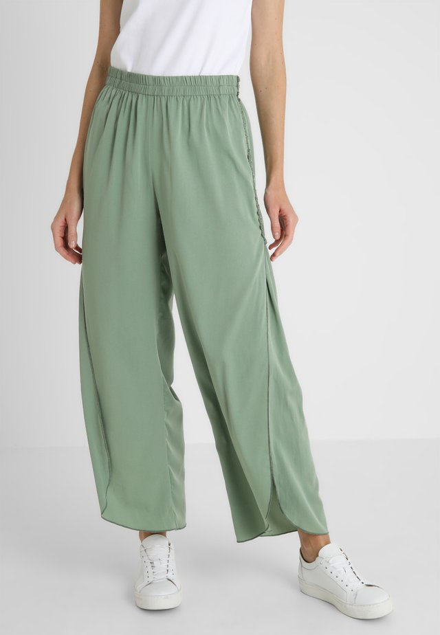 TROUSER - Pantaloni - green