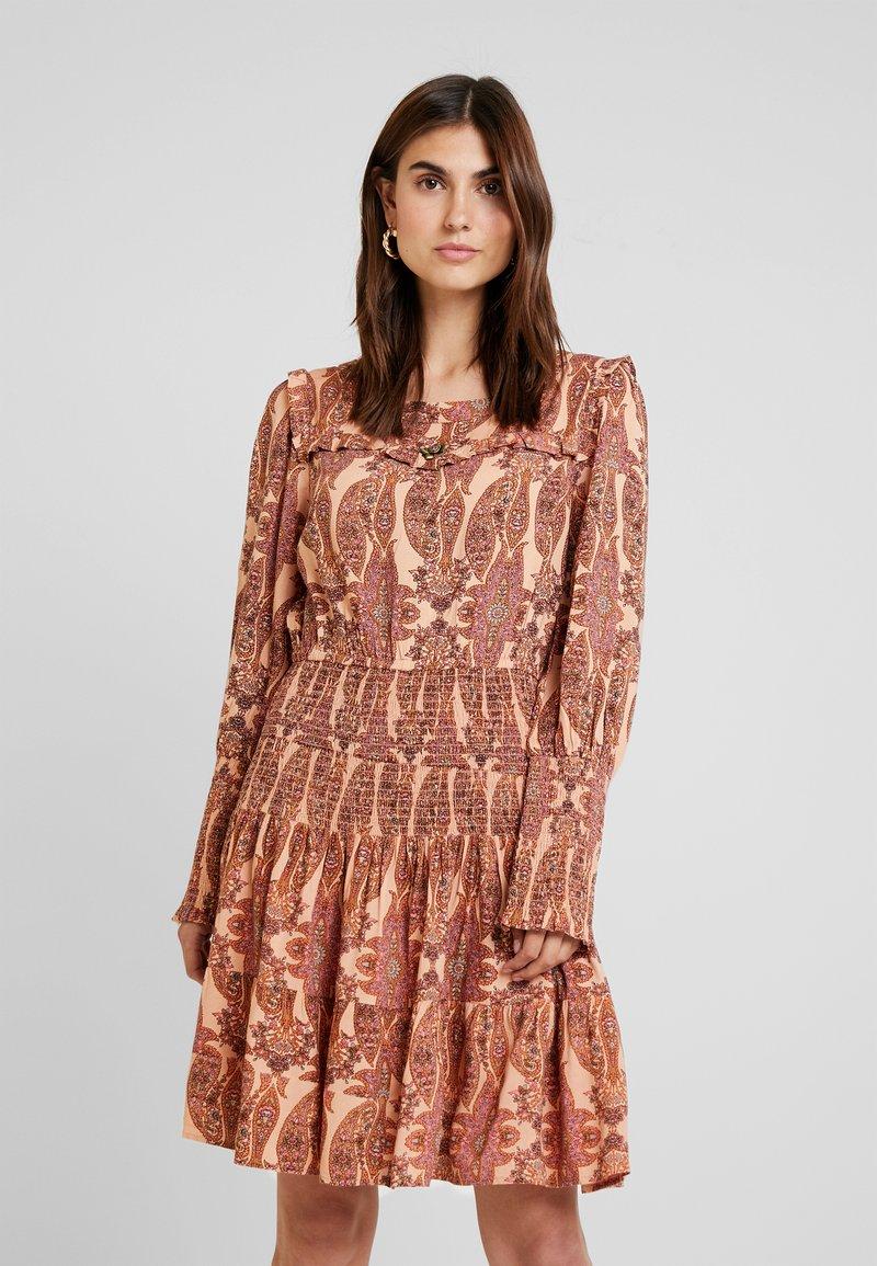 Isla Ibiza Bonita - DRESS SHORT - Freizeitkleid - light pink
