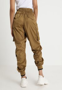 Ivy Park - MILITARY FLIGHT - Trousers - butternut - 2