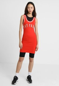 Ivy Park - BASEBALL LOGO BODYCON DRESS - Robe en jersey - fiery red - 1