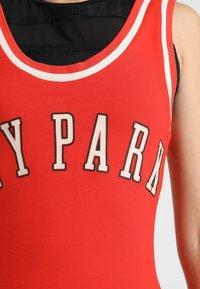 Ivy Park - BASEBALL LOGO BODYCON DRESS - Robe en jersey - fiery red - 4