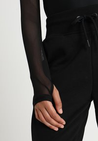 Ivy Park - REGAL DRAPE HOODED BODY - Long sleeved top - black - 3