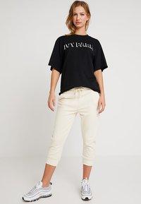 Ivy Park - LOGO TEE - T-Shirt print - black - 1