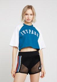 Ivy Park - BASEBALL LOGO CROP TEE - T-shirt imprimé - moroccan blue - 0