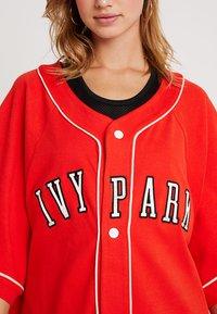Ivy Park - BASEBALL LOGO - Strikjakke /Cardigans - fiery red - 4