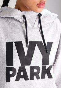 Ivy Park - PROGRAMME OH HOODY - Kapuzenpullover - light grey marl/black - 3