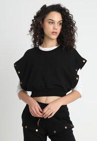 Ivy Park - ARMOUR POPPERS CROP - Sweatshirt - black - 3