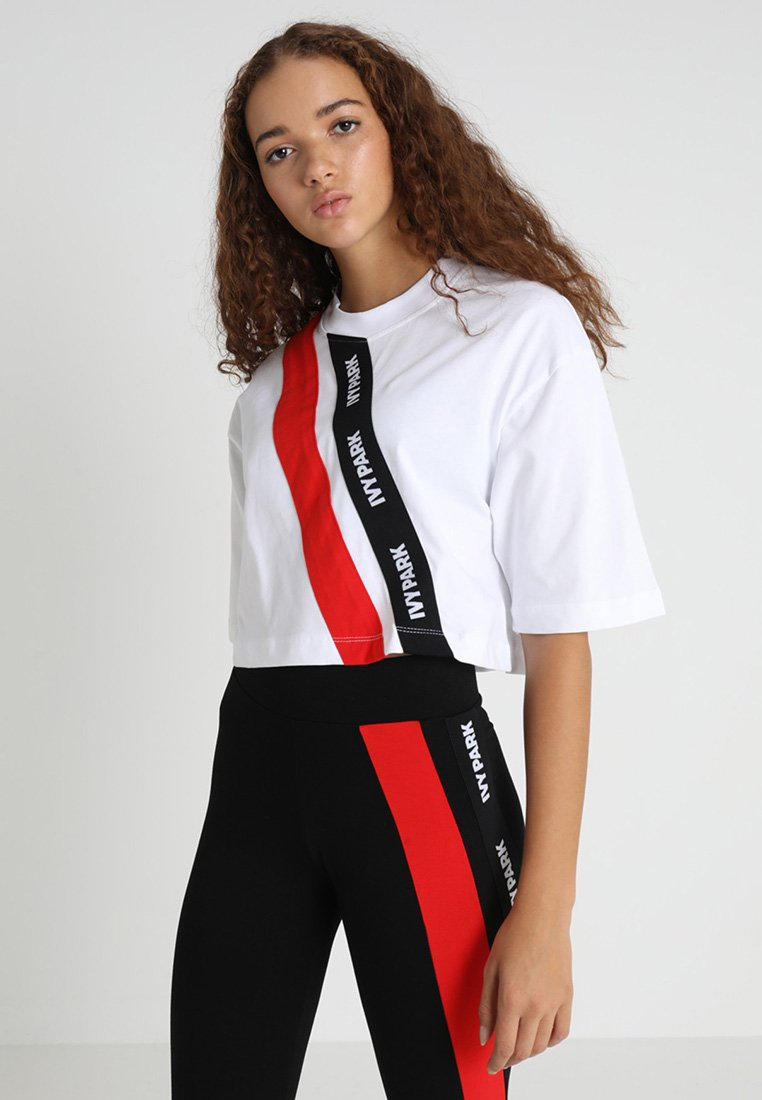 Ivy Park - ASSYMMETRIC TAPE LOGO CROP TEE - Camiseta estampada - white