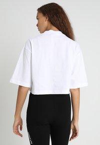 Ivy Park - ASSYMMETRIC TAPE LOGO CROP TEE - T-Shirt print - white - 2