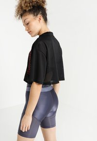 Ivy Park - CRAFT CROP TEE - T-shirt print - black - 2