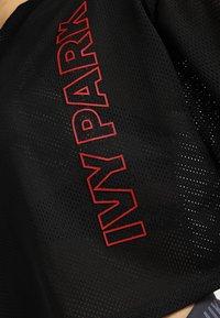 Ivy Park - CRAFT CROP TEE - T-shirt print - black - 5