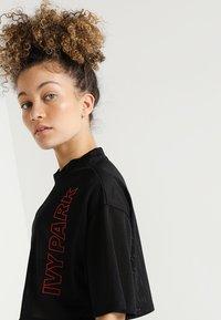 Ivy Park - CRAFT CROP TEE - T-shirt print - black - 3