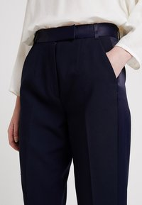 IVY & OAK BRIDAL - Pantalones - navy blue - 3