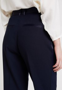 IVY & OAK BRIDAL - Pantalones - navy blue - 5