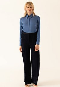 IVY & OAK - Pantalon classique - true blue - 1