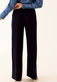 IVY & OAK - Pantalon classique - true blue - 2