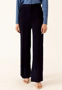 IVY & OAK - Pantalon classique - true blue - 0