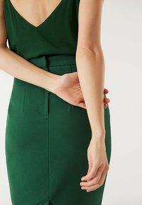 IVY & OAK - Spódnica ołówkowa  - eden green - 3