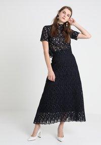 IVY & OAK - GRAPHIC SKIRT - Maxi skirt - navy blue - 1