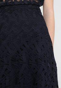 IVY & OAK - GRAPHIC SKIRT - Maxi skirt - navy blue - 4
