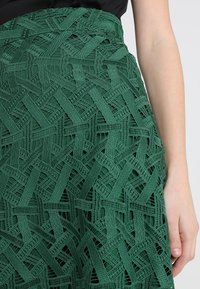 IVY & OAK - GRAPHIC SKIRT - Maxi skirt - eden green - 4