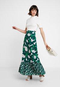 IVY & OAK - BOHEMIAN SKIRT - Maxi skirt - evergreen - 1