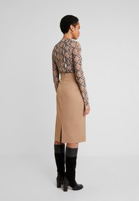 IVY & OAK - PENCIL SKIRT - Jupe crayon - dark toffee - 2