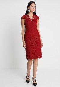 IVY & OAK - DRESS - Koktejlové šaty/ šaty na párty - rusty red - 0