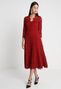 IVY & OAK - OPEN BACK FLARED - Vestito elegante - rusty red - 0
