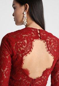 IVY & OAK - OPEN BACK FLARED - Vestito elegante - rusty red - 4