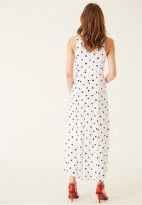 IVY & OAK - AMERICAN SHOULDER DRESS - Robe longue - white - 2
