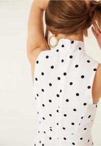 IVY & OAK - AMERICAN SHOULDER DRESS - Robe longue - white - 3