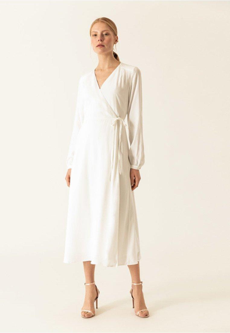 IVY & OAK - WRAP DRESS - Robe longue - snow white