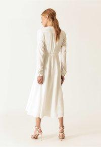 IVY & OAK - WRAP DRESS - Robe longue - snow white - 2