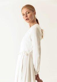 IVY & OAK - WRAP DRESS - Robe longue - snow white - 3