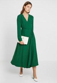 IVY & OAK - WRAP DRESS - Robe longue - eden green - 1