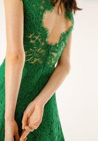 IVY & OAK - FLARED DRESS CAP SLEEVE - Occasion wear - secret garden green - 5